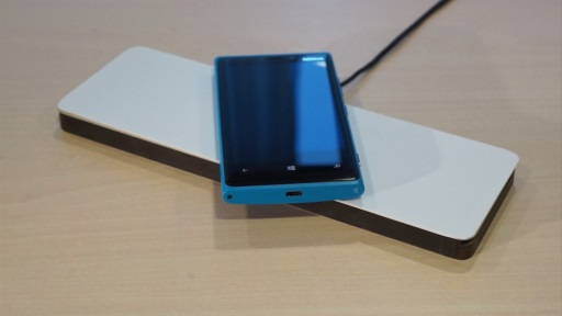Inductive charging of Nokia 920